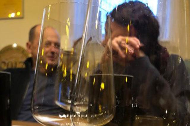 Wein trinken und genießen